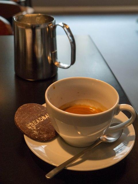 BreadBar Podwójne espresso z mlekiem