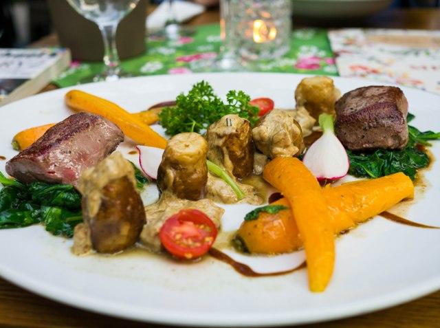 Dawne Smaki Stek z sarny ze smażonymi borowikami