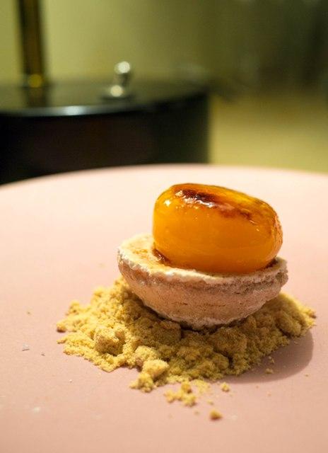 Le Chateaubriand Żółtko karmel puder migdałowy