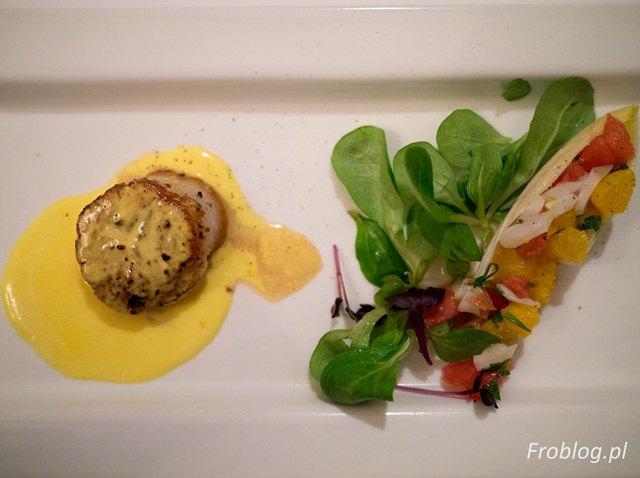 Bistro de Paris Świeże małże Jakub szczypce brzytwy sałata z cytrusów