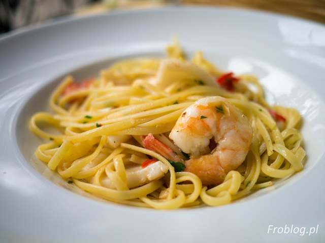 Na Lato Linguini aglio olio peperoncino z krewetkami i kalmarami