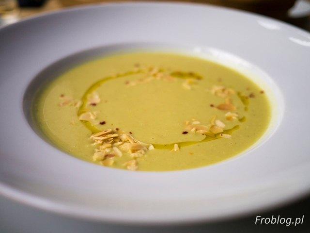 Na Lato Zupa kalafiorowa z curry i prażonymi migdałami