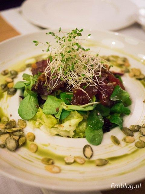 Sinnet Sałatka z tuńczykiem marynowanym w sosie sojowym i imbirze