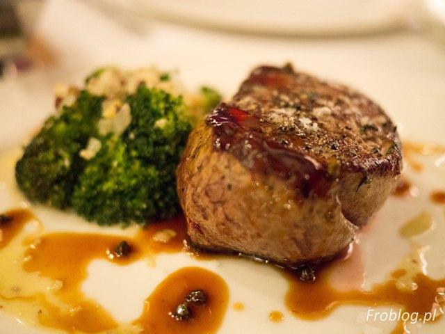 Sinnet Stek z polędwicy z sosem z zielonego pieprzu