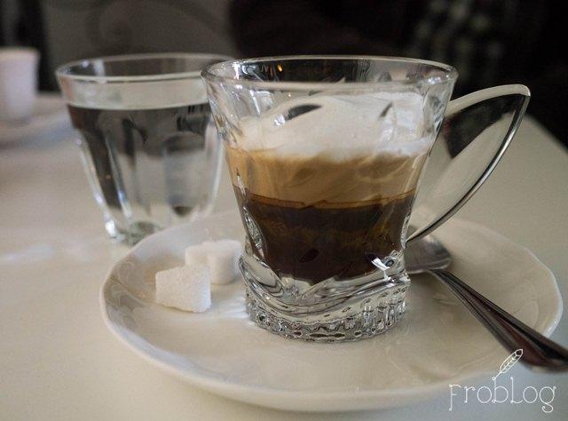 Eat Me Drink Me Podwójne espresso z mlekiem