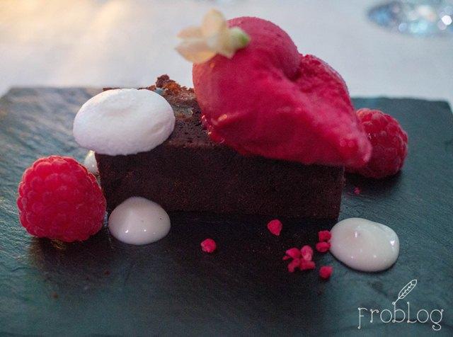Trzy Znaki Smaku Lubelszczyzna Brownie z fasoli wrzawskiej z wiśniowym sorbetem
