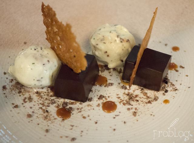 Brasserie Moderne Mus czekoladowy, czekoladowa kruszonka, karmelowy tiul, lody z mięty pieprzowej