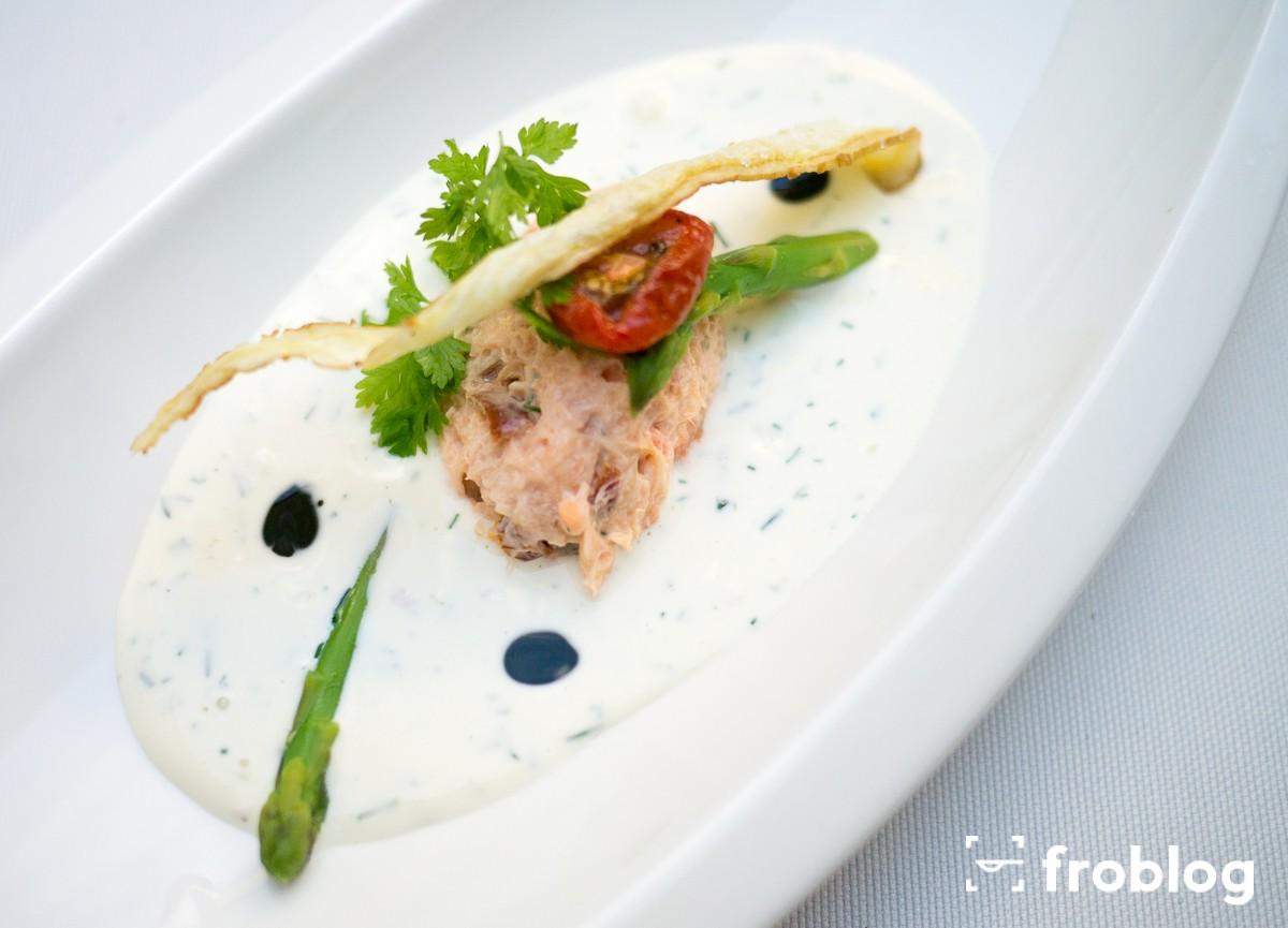 La Rotisserie: Rilettes z łososia i suszonych pomidorów z sosem jogurtowo ziołowym