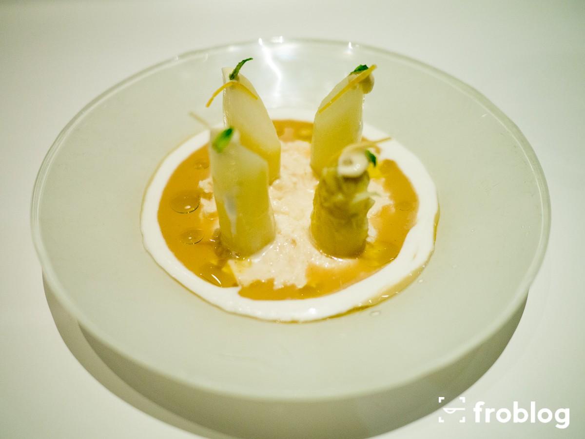 Tickets: Białe szparagi z ikrą z dorsza, śmietaną z imbirowym olejem, majonezem z leche de tigre i miętą