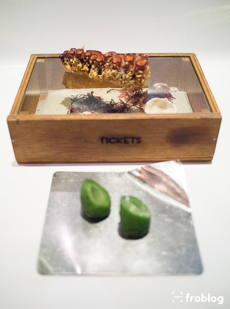 Tickets: Chrupka ośmiornica w panko z majonezem kimchi i marynowany ogórek
