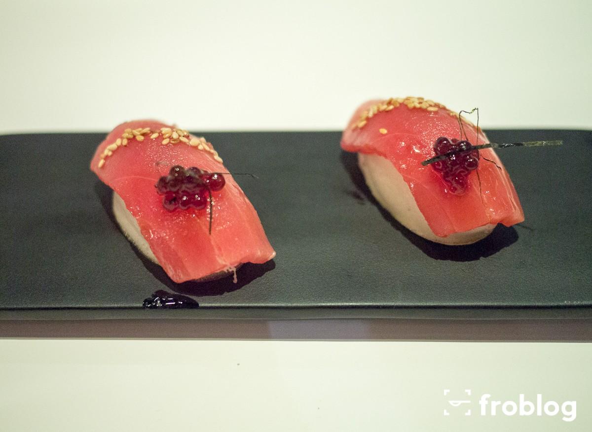 Tickets: Nigiri z tuńczykiem z cytrynowej bezy, z sezamem i tapioką