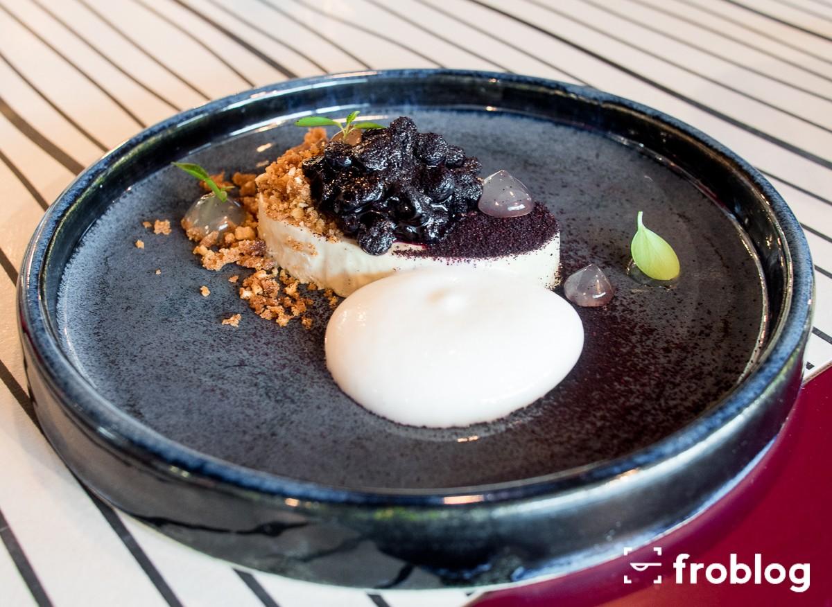 Plato: Foie gras – jagody fermentowane – orzech laskowy