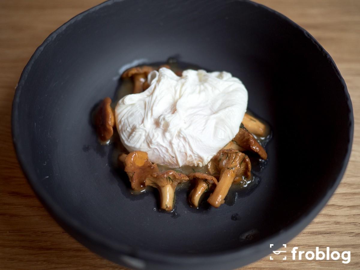 La Maison: Dymne kurki z jajkiem w koszulce
