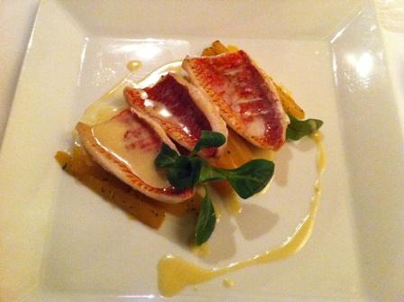 Filet z barweny Barbet aromatyzowany rozmarynem i salsefia z imbirem